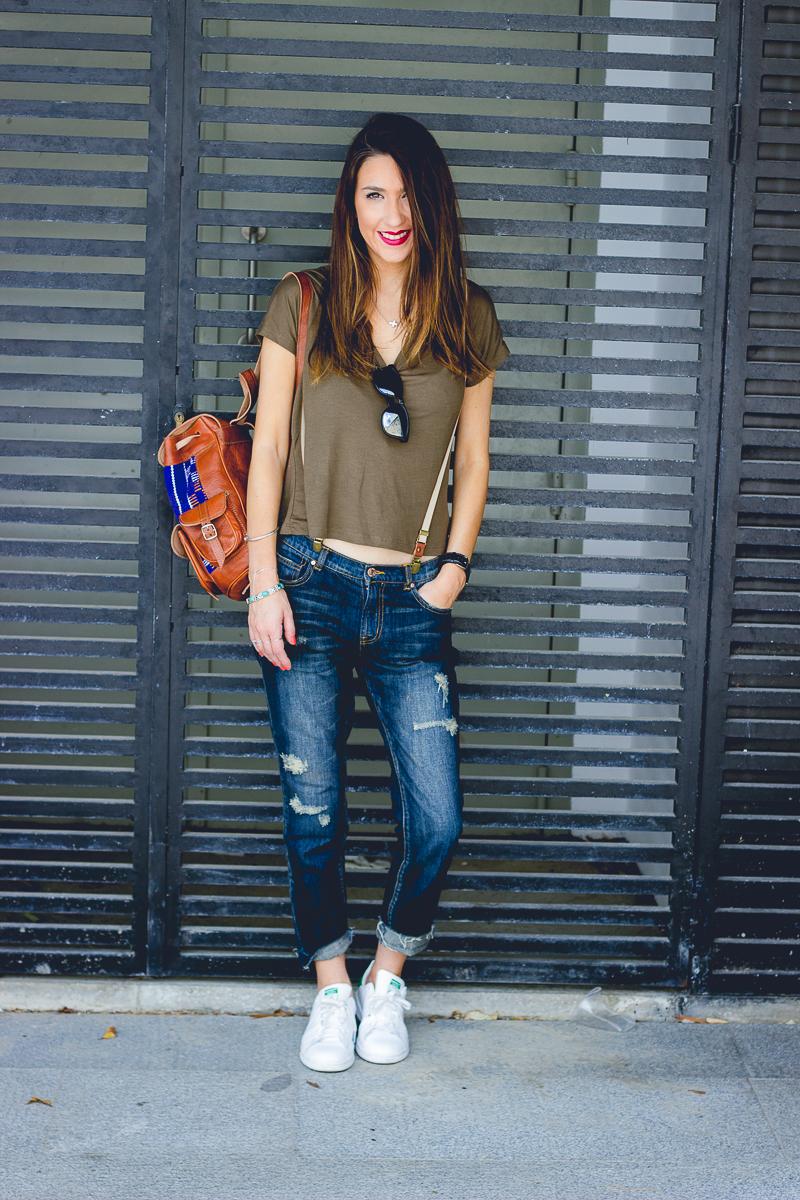 6148cf5ea2cb5 Tee Camiseta  Stradivarius. Jeans  Mango. Sneakers  Adidas. Sunnies Gafas  de sol  Hawkers