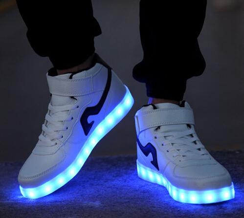 Tênis com luzes led