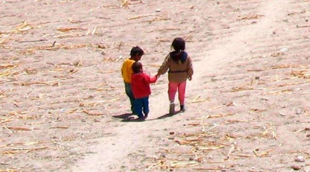 Abandonan a tres hermanitos, menores de 5 años, en alarmante estado de desnutrición