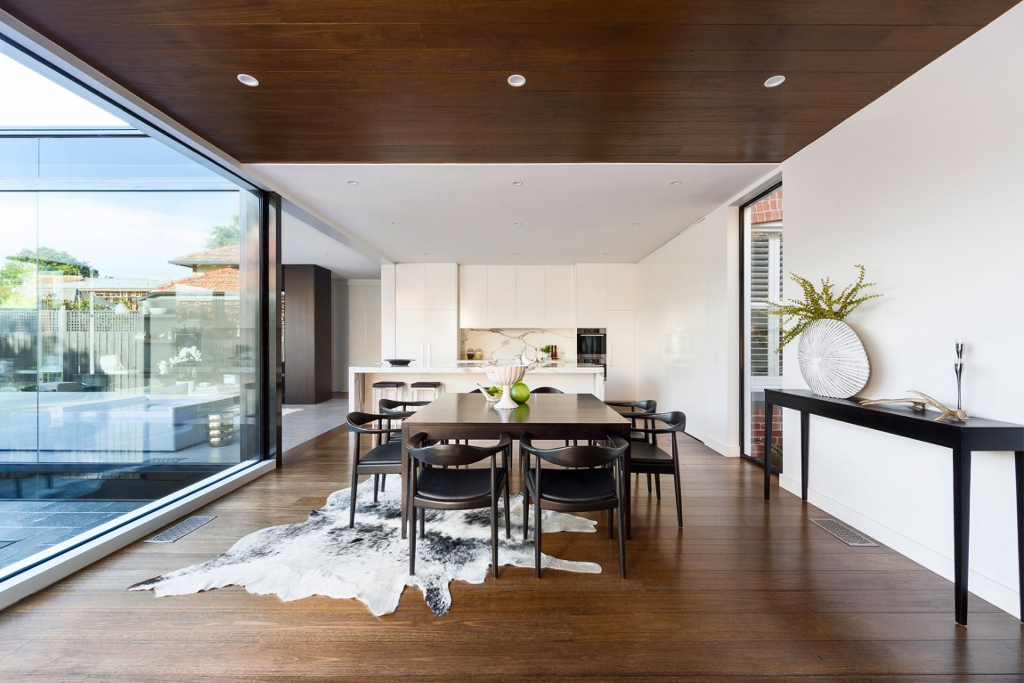 Curva house is a private residence designed by lsa architects interior design the home is located in australia