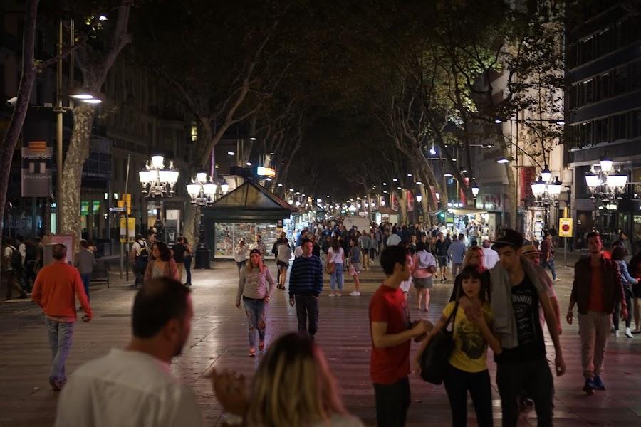 夜のランブラス通り(Las Ramblas)