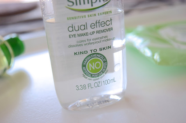a picture of  Simple Skincare Dual Effect Eye Make-Up Remover