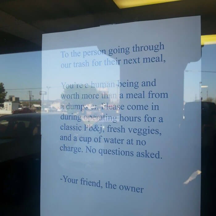 30 Heartwarming Photos That Restored Our Faith In Humanity - Seen At A Restaurant's Front Window. Faith In Humanity Restored