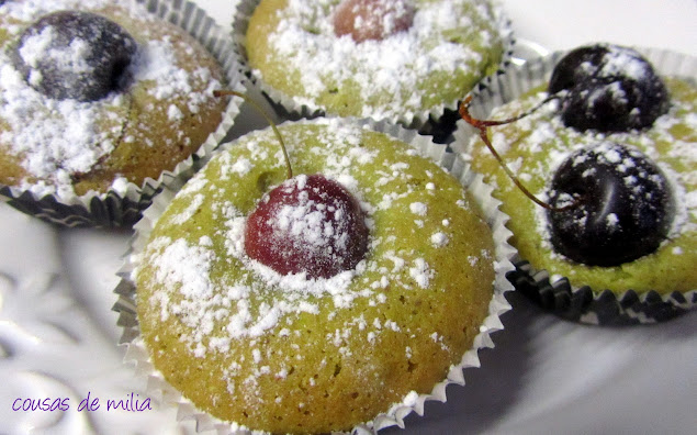 Tea cakes de pistachos con cerezas