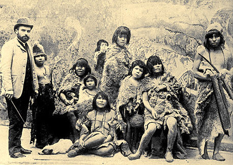 Human zoos existed: 16 Depressing Photos That Will Destroy Your Faith In Humanity - These Selk'Nam natives were exhibited in human zoos while being taken to Europe.