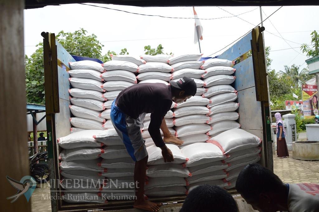 Distapang Salurkan 40,9 Ton Beras untuk Korban Banjir di Kebumen