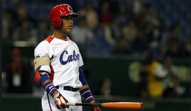 Fernández era uno de los peloteros más conocidos en su país por haber vestido el uniforme nacional en varios eventos internacionales, en especial el III Clásico Mundial de Béisbol del 2013, donde brilló en todo sentido