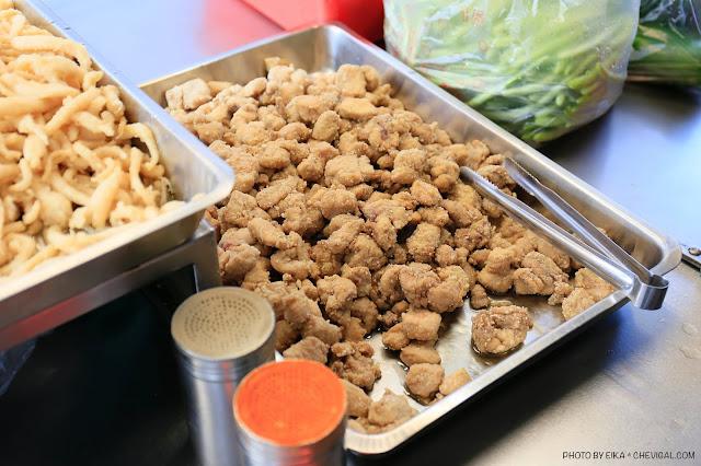 MG 9889 - 水湳鹹酥雞最好吃的竟然不是鹹酥雞?水湳市場人氣炸物好涮嘴,還有超特別的炸蚵捲!