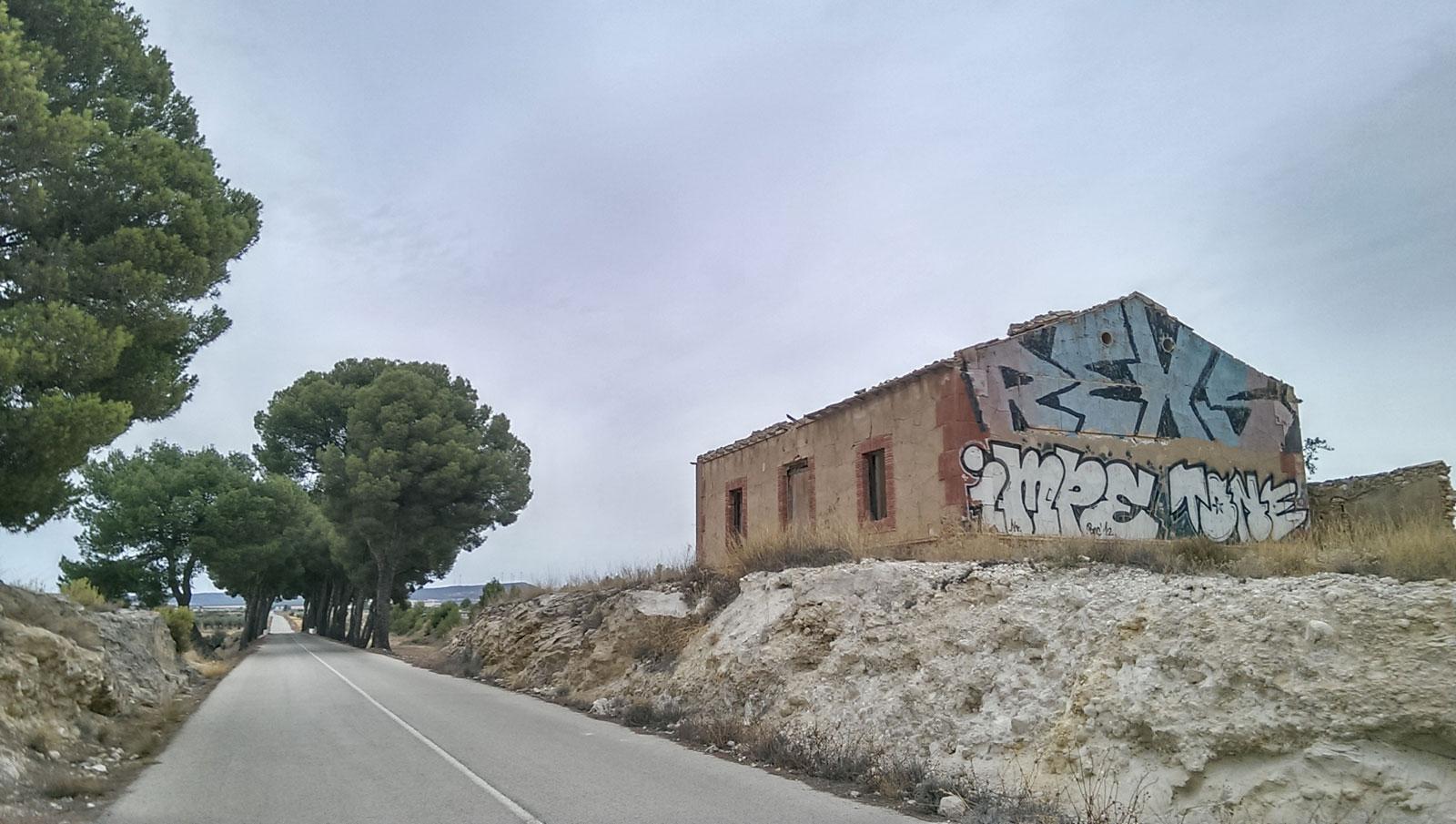 casa peones camineros en carretera yecla-almansa