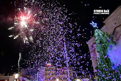 Μαγική ατμόσφαιρα στο Άργος για το άναμμα του Χριστουγεννιάτικου δέντρου (βίντεο)