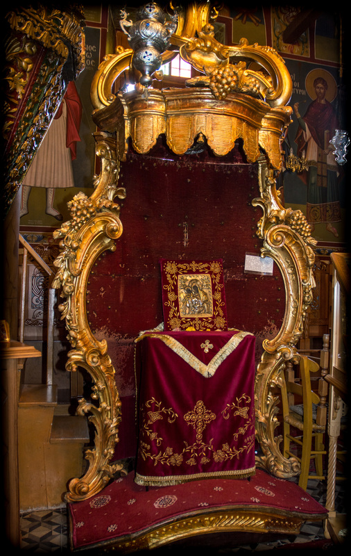 Ο θρόνος του Ναπολέοντα στον Ιερό Ναό Αγίας Τριάδας Τρικέρων https://leipsanothiki.blogspot.com/