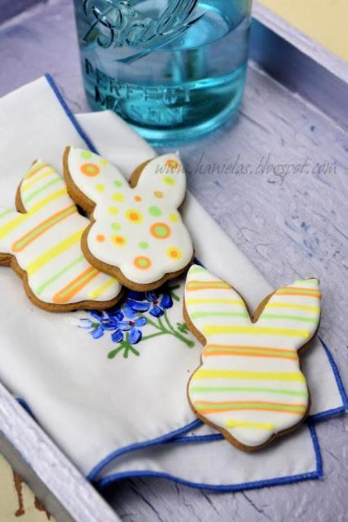 DIY Easter Bunny Decorated Cookies - via BirdsParty.com