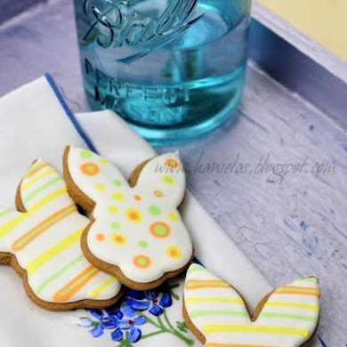 DIY Easter Bunny Decorated Cookies
