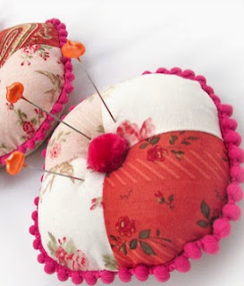 http://translate.googleusercontent.com/translate_c?depth=1&hl=es&rurl=translate.google.es&sl=ru&tl=es&u=http://www.sew4home.com/projects/fabric-art-accents/three-tier-stacked-pincushion-trio&usg=ALkJrhj7gwzNwhUjmqnQfzNWhDWc0SffZQ