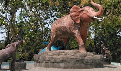 Patung-gajah-lapangan-denggung