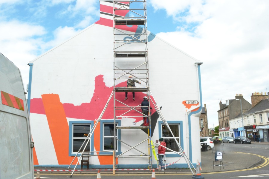 building painting graphics design scaffolding photo an hour may 2016 scotland