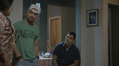 Lurdes conta que vendeu a casa — Foto: TV Globo