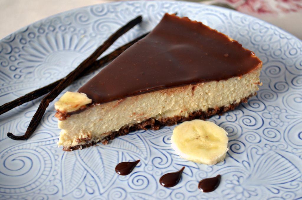 sernik-z-bananami Sernik bananowy na ciasteczkowym spodzie