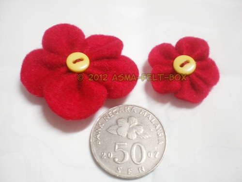 1R: Felt Flower Brooch