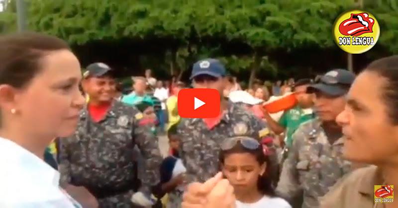 Una chavista y un policía se acercaron para felicitar a María Corina Machado por tenerlas bien puestas