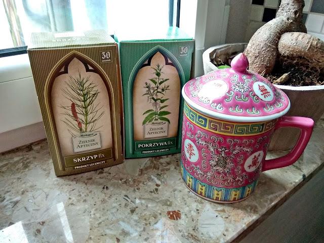 skrzyp polny, pokrzywa zwyczajna, zioła na włosy, wzmocnienie włosów, herbata ze skrzypu i pokrzywy skrzypokrzywa, włosomaniaczka