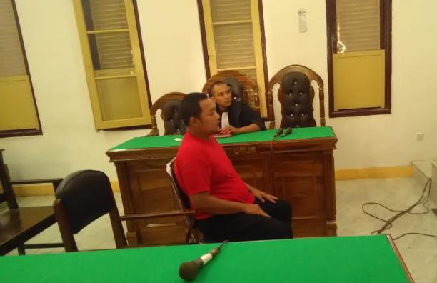 Terdakwa penista agama yang merobek-robek Alquran, Brigadir Tomi P Danil Hutabarat menjalani persidangan di PN Medan