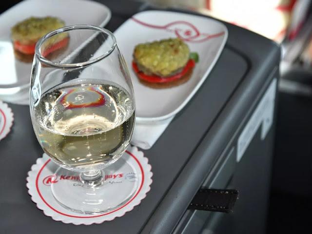 Pengalaman Naik Pesawat Kebanggaan Afrika Kenya Airways