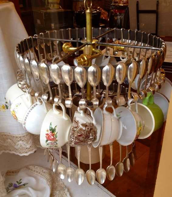 How To Recycle: Elegant Lookin Recycled Chandeliers
