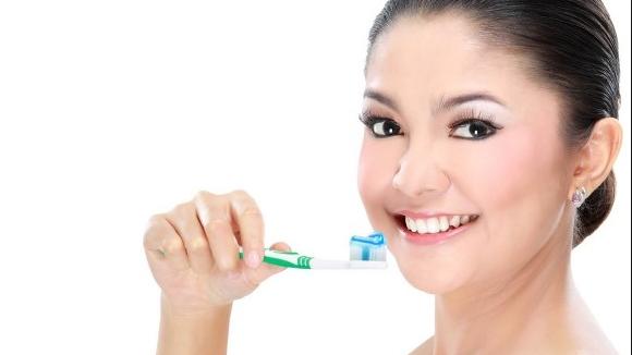 Cara Menghilangkan Bau Mulut Secara Alami Dan Permanen yang sudah bertahun tahun