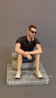 statuetta uomo occhiali da sole statuine ricordo persone ritratto figlio orme magiche
