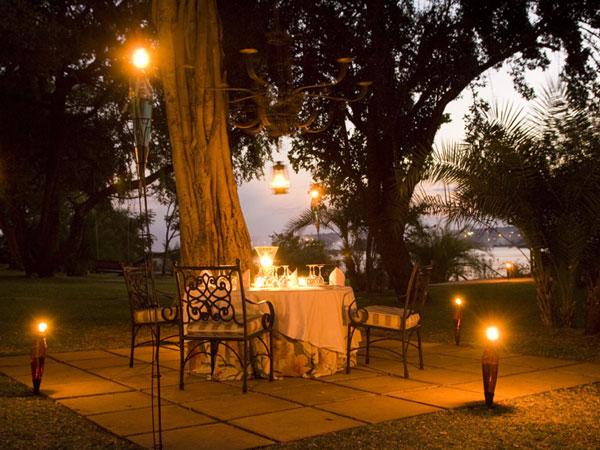 La guarida de bam mesas para dos en san valentin - Cena romantica con velas ...