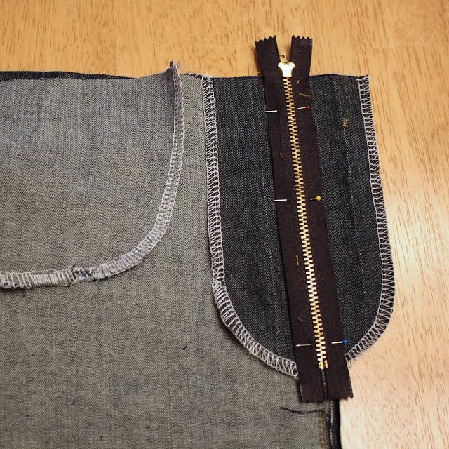 centering zipper for zip fly