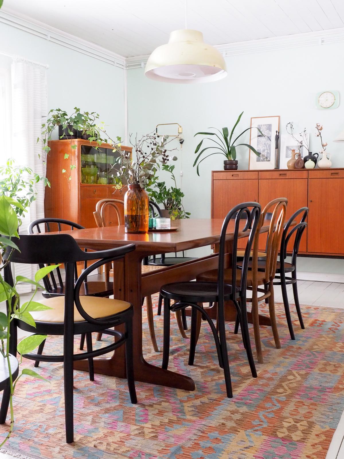 Matto ruokapöydän alla, vintagekoti