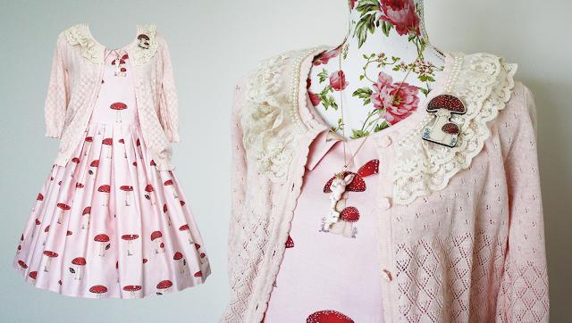 Mulberry Chronicles otome kei cute fashion outfit with Tokimeki teikoku no momoiro Gabriel rabbit key pendant