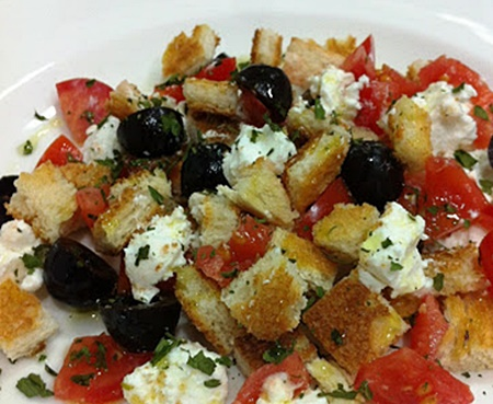 Ensalada de pan con tomate