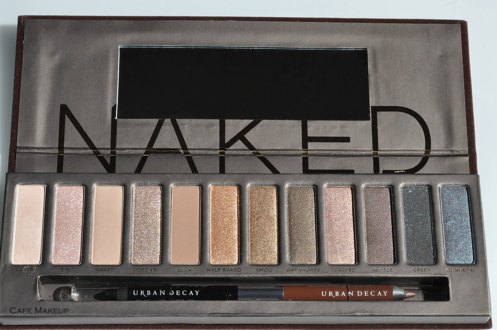 live tr s chic urban decay naked palette vs nyx nude on. Black Bedroom Furniture Sets. Home Design Ideas