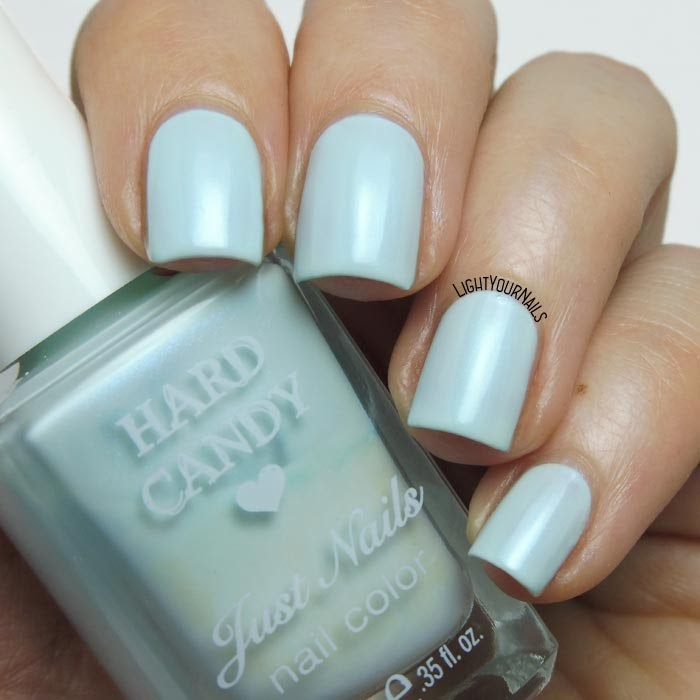 Smalto azzurro shimmer Hard Candy Sky baby blue shimmer nail polish #hardcandy #nails #lightyournails