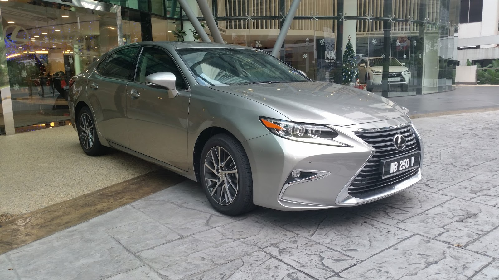So Let S Take The Lexus Es 250 For A Spin If Got Their Calculations Right This Car Should Speak To Me Like Mother Cooing At Her Newborn