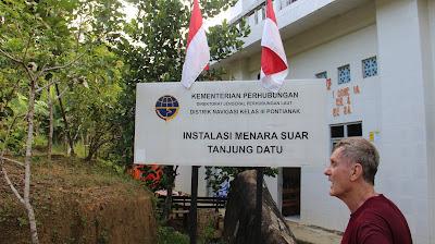 Papan nama menara suar Tanjung Datu milik Indonesia
