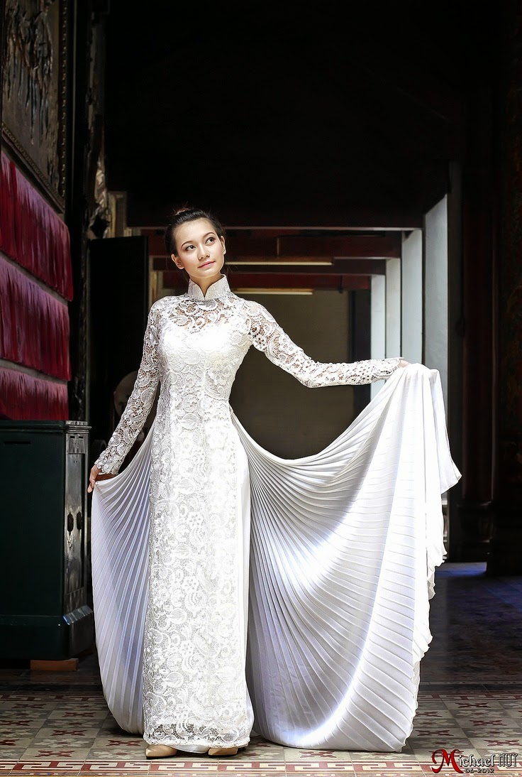 2f1b8ddd1eda142ddc418f54b0edebe4 - Modern Vietnamese Wedding Dress