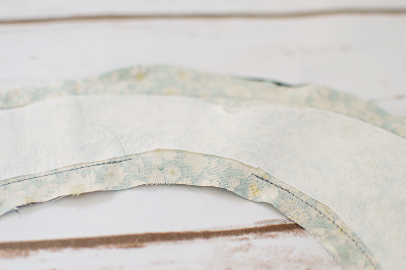 DIY: REVERSIBLE PETER PAN COLLAR
