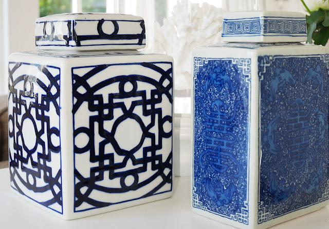 Du hittar dessa annat blått och vitt porslin såsom urna, lampfot, fat och krukor i blåvit porslin hos Longcoast Living.