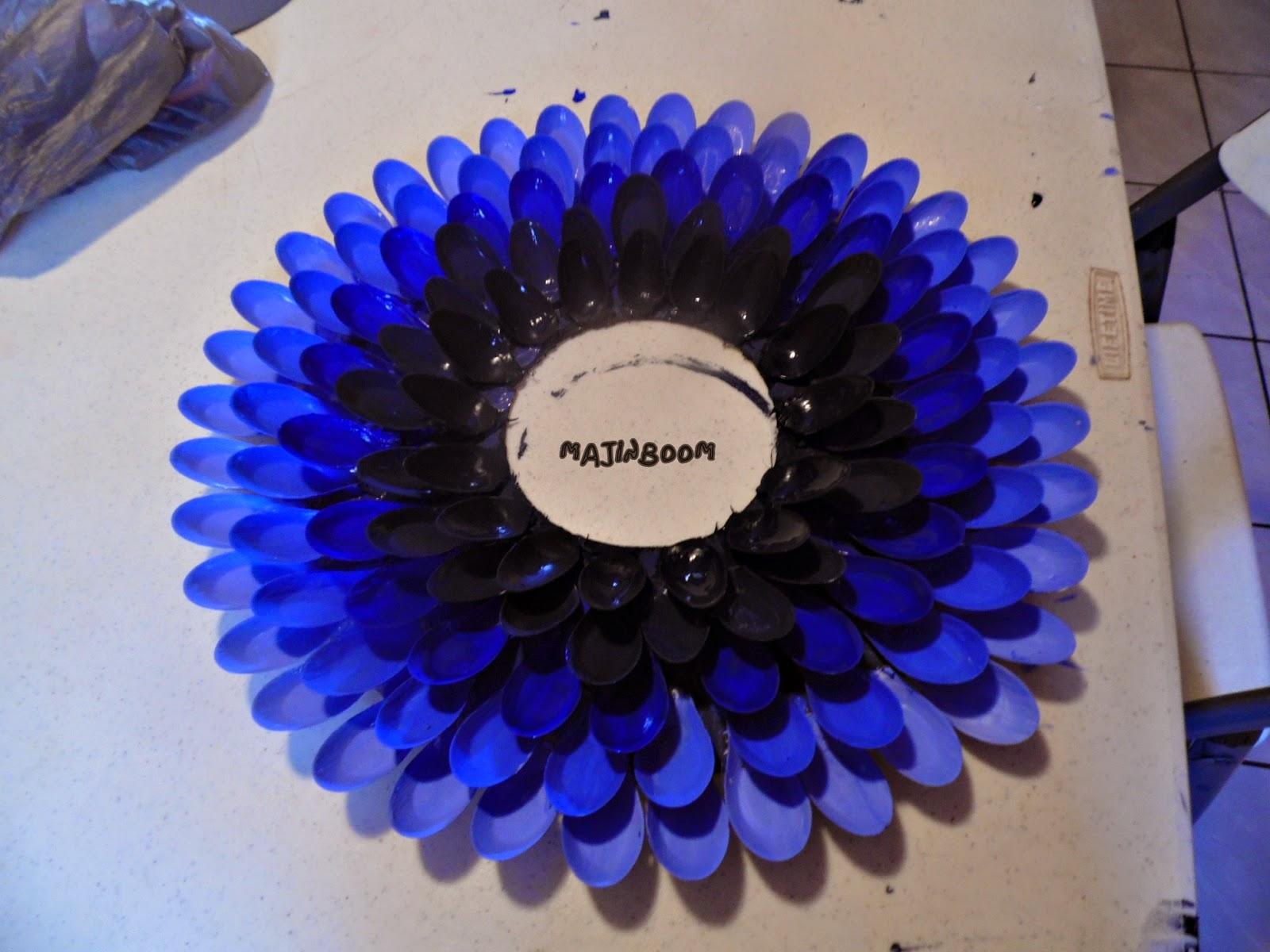 Diy espejo con cucharas for Decoracion de espejo con cucharas