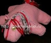 http://translate.googleusercontent.com/translate_c?depth=1&hl=es&prev=search&rurl=translate.google.es&sl=ru&u=http://mamaschool.ru/svoimi-rukami/podushka-loshadka-svoimi-rukami&usg=ALkJrhgFI9WoCwiktnKfAyqI9vE8Vk7yOg