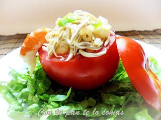 Tomates rellenos de gulas y gambas