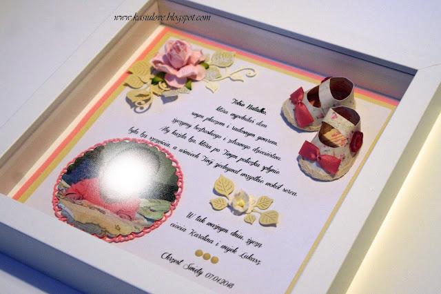 pamiątka chrztu ze zdjęciem i papierowymi bucikami