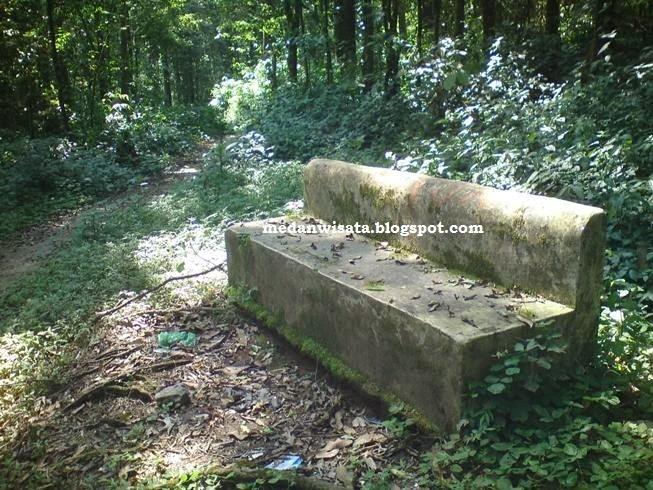 Kursi batu Sikulikap