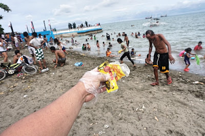 Trash in Larawan Beach, Talisay City, Cebu