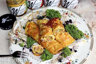 Roladki jajeczne z wędzonym kurczakiem i pastą warzywną