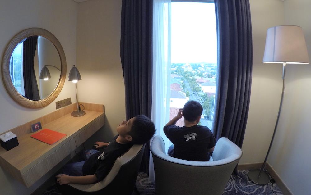 Sayangnya View Kamar Kami Kurang Ok Hanya Ke Rumah Di Sekitar Hotel